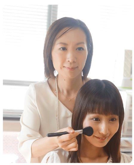 当サロン代表・吉崎は日本ヘアメイク協会の認定メイクアドバイザーです。