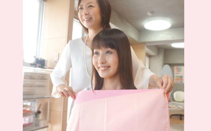 フ髪色、肌、瞳や唇などからパーソナルカラーを導き出します