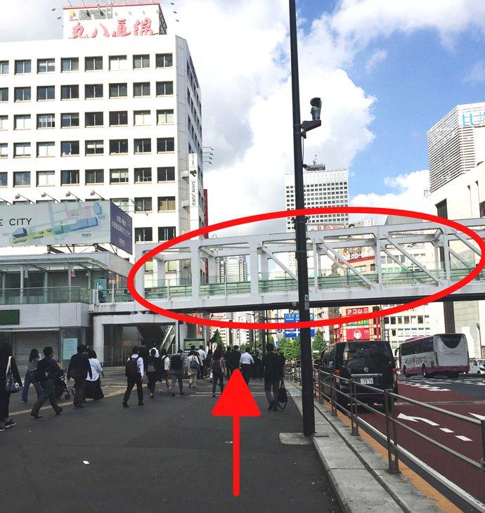 新宿駅から